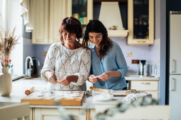 Women in the kitchen preparing food